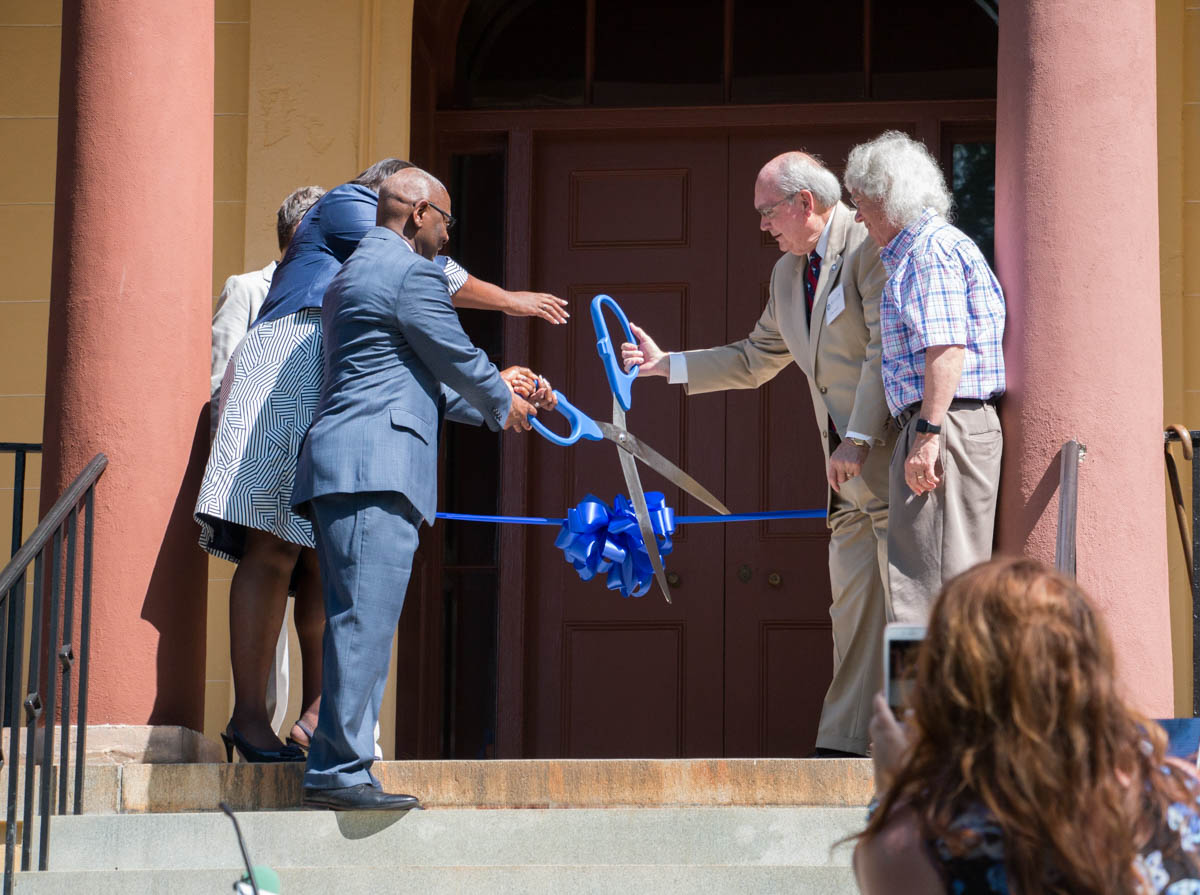 Pearce helps cut ribbon at Hampton-Preston