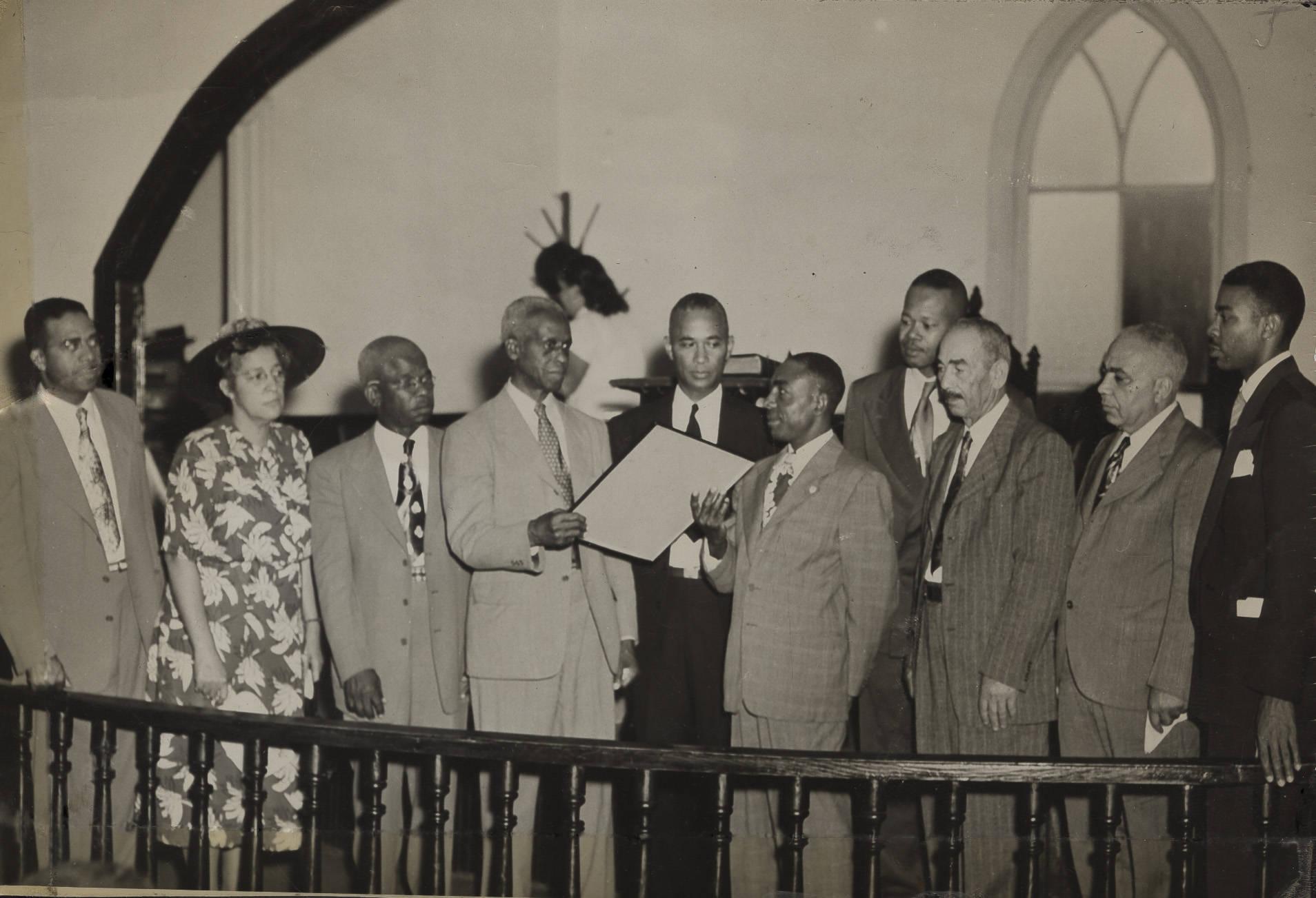 https://www.historiccolumbia.org/sites/default/files/album/2019-01/Photograph_1951_June_17_Clarendon_County_SC_EE_Richburg_Modjeska_Simkins_JW_Seals_Joseph_A_De_Laine_Sr_Harry_Briggs_John_McCray_JS_Flutie_Boyd_James_Hinton_and_Eugene_Montgomery.jpg